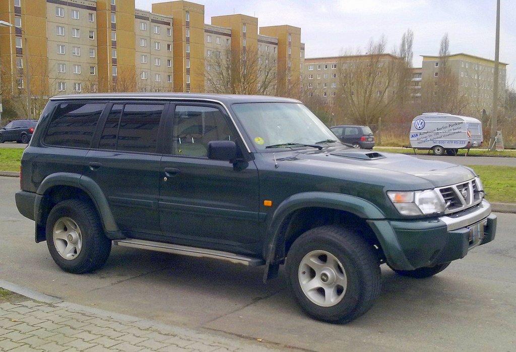 Geländewagen NISSAN PATROL GR in der Variante Y61 wie sie ...