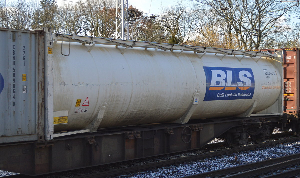Ein großer Tankcontainer der Bulk Logistic Solutions (Chemical) Ltd. am 05.02.18 Berlin-Hirschgarten.