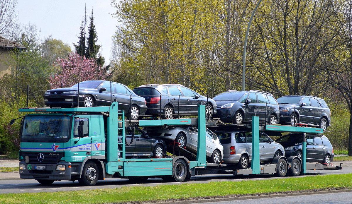 pkw- und fahrzeugtransporter fotos