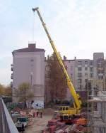 TEREX DEMAG/86705/hier-noch-mal-in-gesamtansicht-der Hier noch mal in Gesamtansicht der TEREX/DEMAG AC70CITY der Fa. MOBI-HUB auf Baustelle des neuen Kaufcenters Berlin-Gesundbrunnen im Jahr 2008.