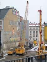 LIEBHERR/106923/ein-liebherr-hydroseilkran-typ-852-grossbaustelle Ein LIEBHERR Hydroseilkran Typ 852, Großbaustelle direkt am S.Bhf. Berlin Friedrichstr. am 21.02.09