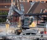 VOLVO/85138/volvo-ew180c-bei-abrissarbeiten-der-spandauer VOLVO EW180C bei Abrißarbeiten der Spandauer Damm Brücke Berlin, 02.08.08