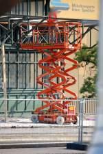 skyjack/105775/mobile-teleskoparbeitbuehne-vom-typ-skyjack-sjiii-4626 Mobile Teleskoparbeitbühne vom typ SKYJACK SJIII-4626 der Leasingfirma Boels, 18.06.08 Bauarbeiten Spandauer Damm Brücke.