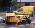 svedala-demag/85322/kleine-strassenfertigungsmaschine-von-demag-vom-typ Kleine Straßenfertigungsmaschine von DEMAG vom Typ DF 45 C bei den Bauarbeiten neben dem S-Bhf. Berlin-Karow am 14.12.09.