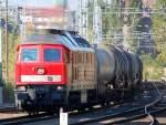 BR 232/98872/232-704-7-kommt-gemaechlich-mit-einem 232 704-7 kommt gemächlich mit einem Kesselwagenzug Richtung Berlin Greifswalder Str., 13.10.10