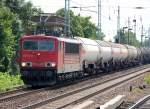 BR 155/82924/155-213-2-mit-einem-gemischten-kesselwagenzug 155 213-2 mit einem gemischten Kesselwagenzug Richtung Bernau, 19.07.10 Berlin-Karow.