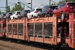 4-gattung-l-flachwagen-mit-einzelradsaetzen-in-sonderbauart-fotos/284954/gelenkwagen-fuer-den-kfz-transport-eingestellt-vom Gelenkwagen für den KFZ-Transport eingestellt vom Wageneinsteller STVA in Frankreich mit der Nr. 23 RIV 87 F-STVA 4292 011-5 Laes beladen mit fabrikneuen TOYOTA RAV4, 01.08.13 Bhf. Flughafen Berlin-Schönefeld.