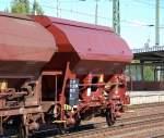 0-gattung-t-gueterwagen-mit-oeffnungsfaehigem-dach-fotos/89396/slowakischer-gedeckter-schuettgutwagen-der-fa-eews Slowakischer gedeckter Schüttgutwagen der Fa. EEWS eingestellt mit der Nr. 23 RIV 56 SK-EEWS 0732 323-7 Tds, 12.09.09 Bhf. Flughafen Berlin-Schönefeld.