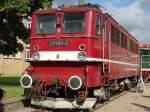 Diverse Fahrzeuge und Wagen/95095/als-e-lok-fuer-den-reisezugverkehr-konzipiert Als E-Lok für den Reisezugverkehr konzipiert wurde der Typ E11 (E42) bei LEW in Hennigsdorf zu DDR Zeiten gebaut, auf der Lokparade anläßlich der 100 Jhr Feier in Hennigsdorf war die 1960 gebaute 211 001-3 (ex DR E11 001) zu besichtigen, eine Lok vom DB Museumsbestand der BSW Gruppe in Halle, 18.09.10 Bombardier Werk Hennigsdorf.