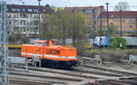 Diverse Loks/501596/locon-207-212-358-6-am-lokschuppen LOCON 207 (212 358-6) am Lokschuppen Berlin-Nöldnerplatz am Bf. Berlin Lichtenberg (Abstellpunkt der Fa LOCON) am 27.04.16 (Bild aus dem Fenster der Regionalbahn).