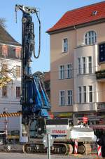 Diverse Baufahrzeuge fur Strase und Schienen/106951/das-abi-system-tm-1215-v DAS ABI System TM 12/15 V auf einer SENENBOGEN Trägermaschine der Fa. ThyssenKrupp im Einsatz für die Fa. STRABAG, 19.11.09 Berlin-Pankow.
