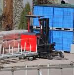 Sichelschmidt/105697/ein-sogenannter-schubmaststapler-vom-hersteller-sichelschmidt Ein sogenannter Schubmaststapler vom Hersteller Sichelschmidt Typ M 900 auf dem Gelände der Behindertenwerkstätten am Berliner Westhafen, 20.03.09